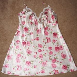 Pink rose floral pattern chemise